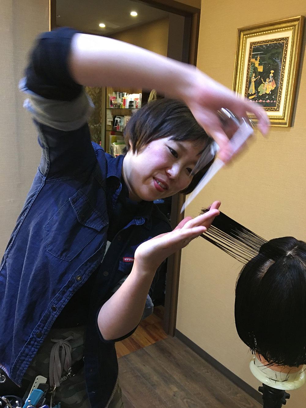 初めて小顔補正立体カットを 教えた日
